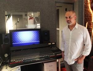Leo Minax grabando en Casa Sonora para el nuevo disco de Paul Lagiard