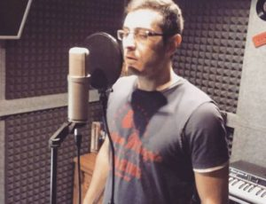 El tenor uruguayo Carlos Aznarez grabando en Casa Sonora
