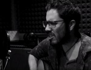 """El Cantautor Kike M graba su canción """"El perdedor"""" en Casa Sonora."""